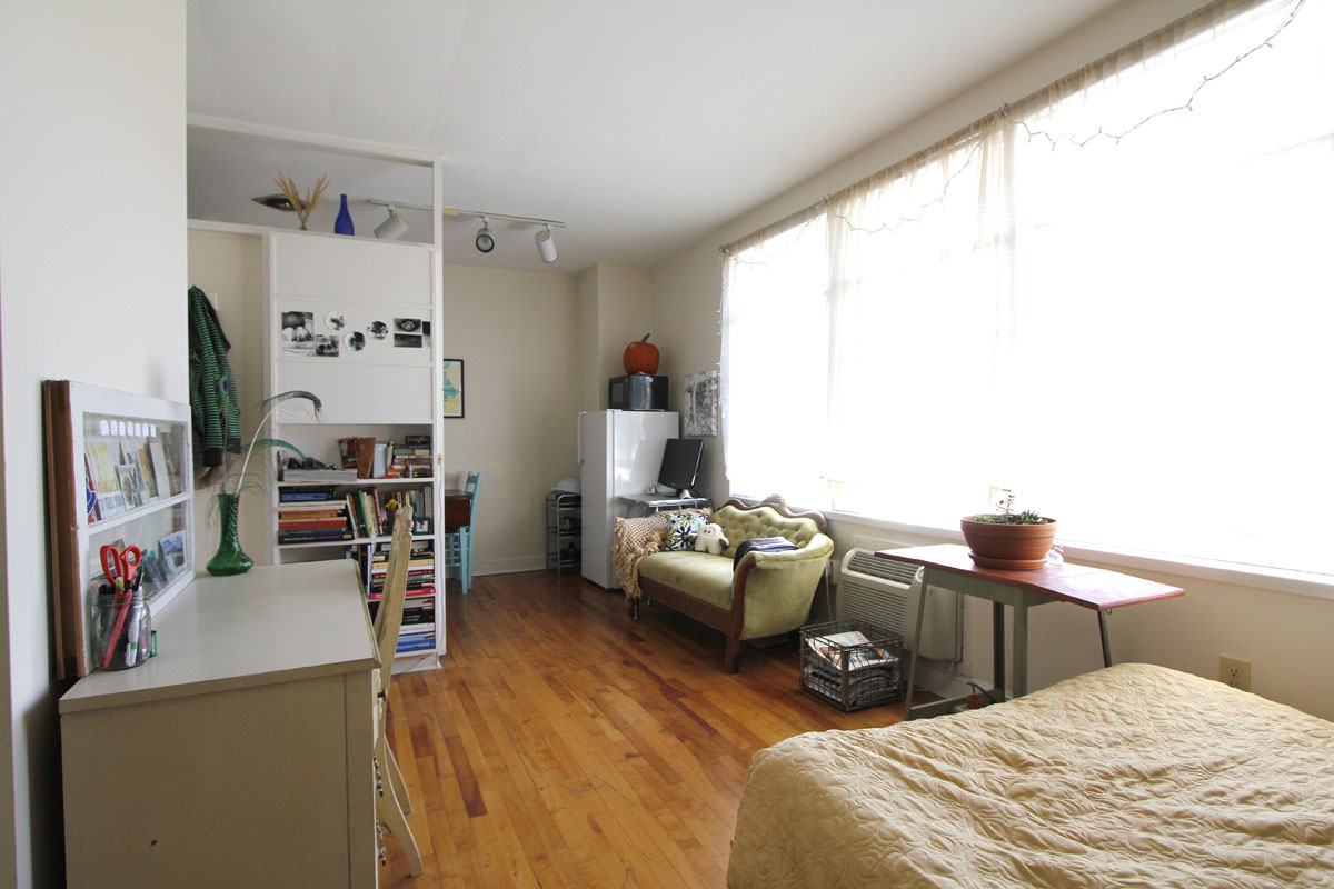 My 306 sqft studio apartment intentionally small - Studio apartment ...