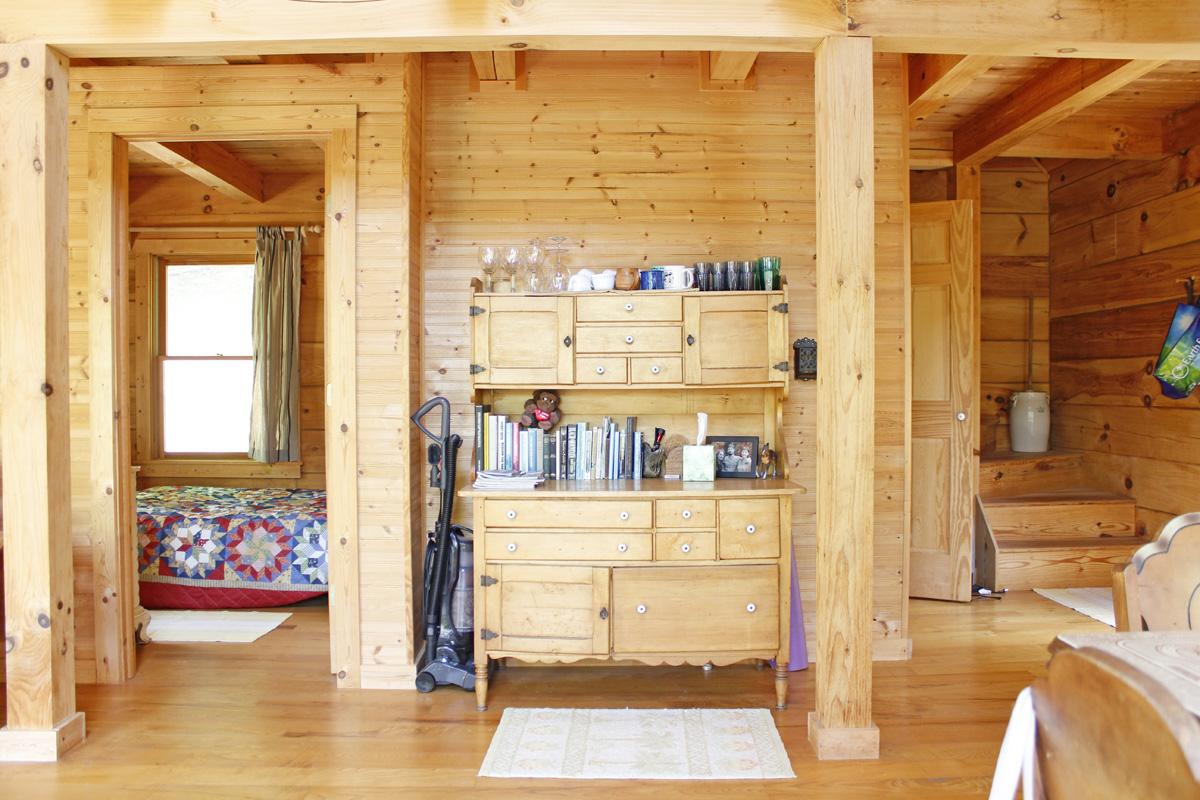 830 sqft Cabin in the Woods 07
