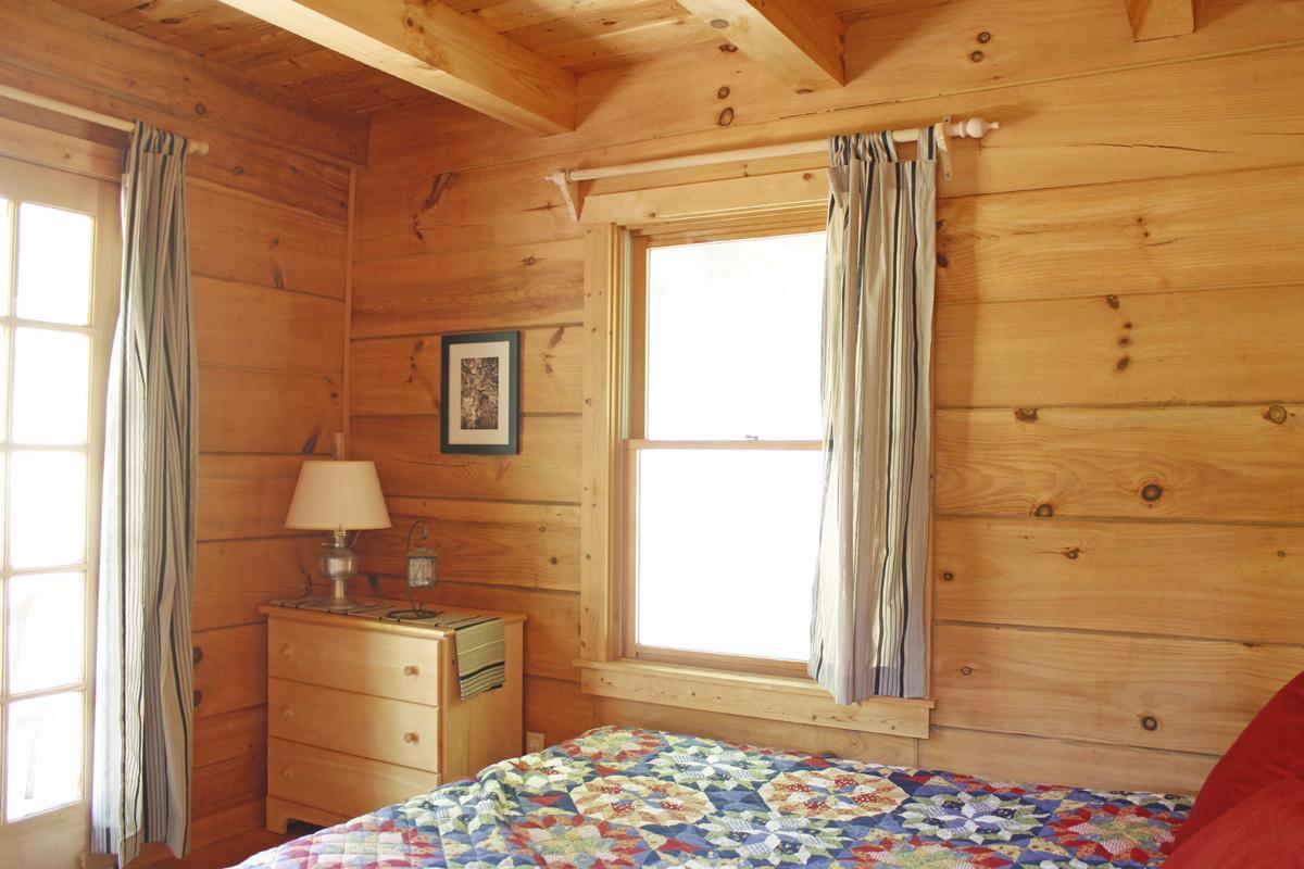 830 sqft Cabin in the Woods 08