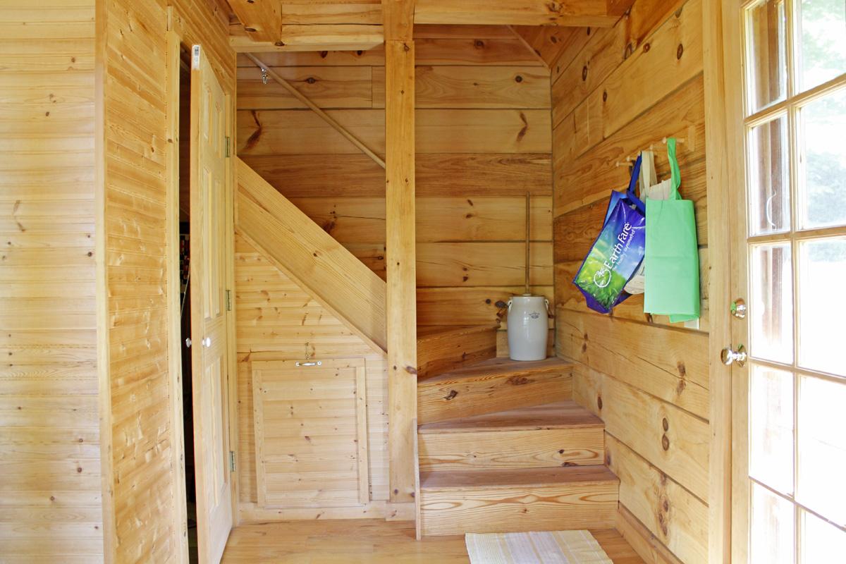 830 sqft Cabin in the Woods 09