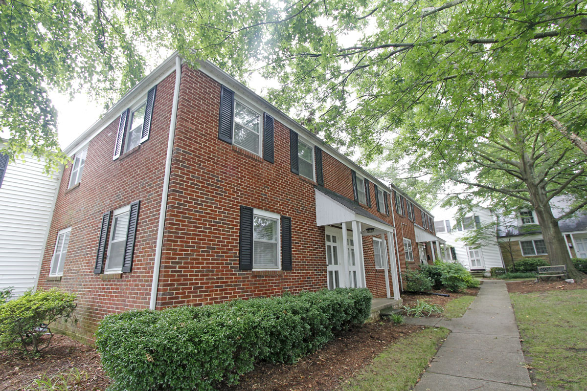 Stacey and Ben's 920 sqft Raleigh Townhome 01