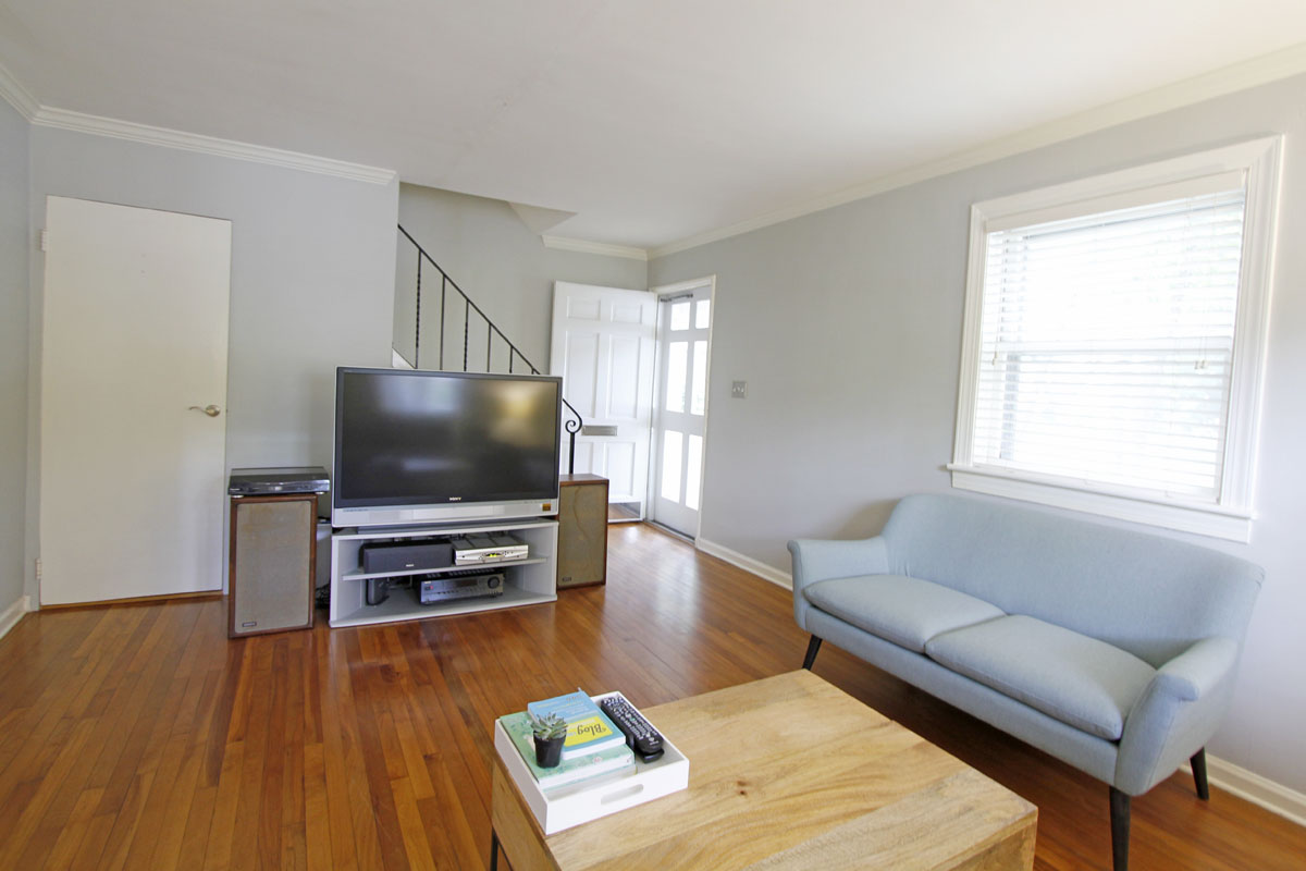 Stacey and Ben's 920 sqft Raleigh Townhome 02