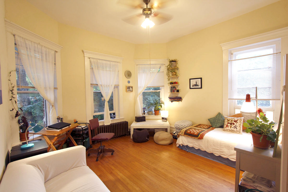 Jenny and farzad s 350 sqft historic boylan studio apt intentionally small - Decorate a small apartment ...